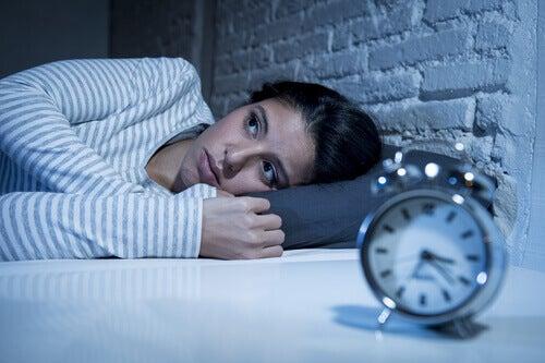 femme en état d'insomnie manquant de mélatonine