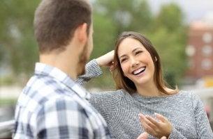 Femme qui reçoit un compliment