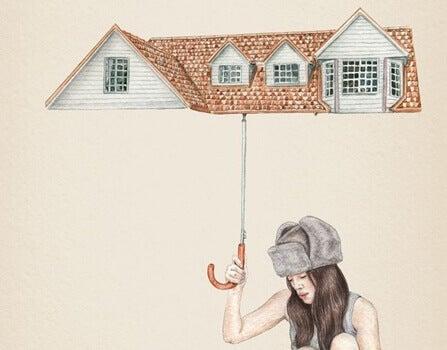 femme sous un parapluie en forme de toit