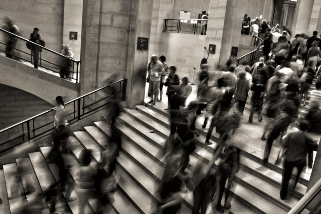 foule dans des escaliers