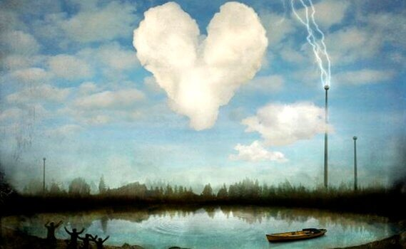 nuage en forme de coeur sur un étang