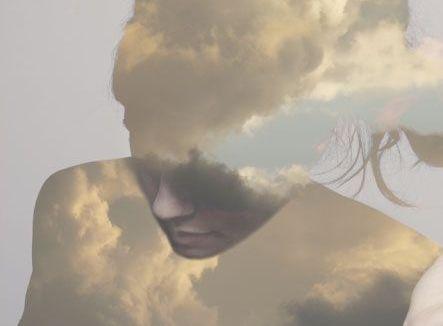 femme nuages