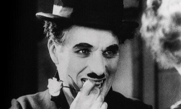 Le jour où je me suis aimé pour de vrai : le merveilleux poème de Charlie Chaplin