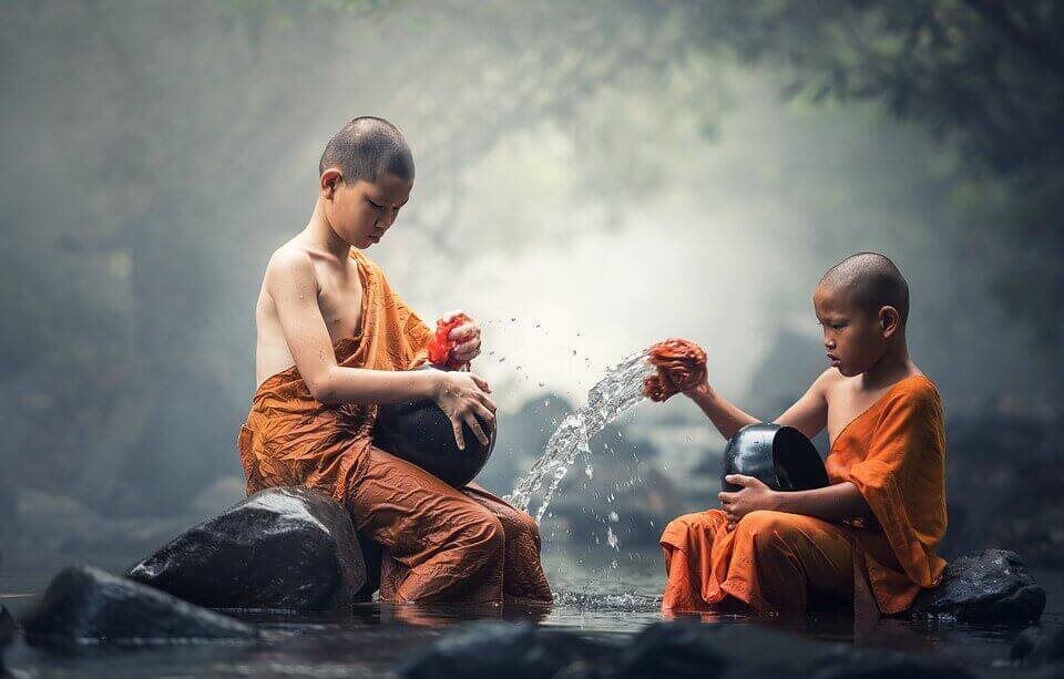 enfants bouddhistes