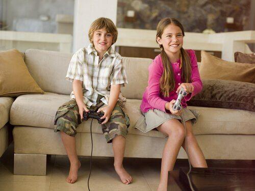 enfants jouant à des jeux vidéos