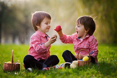 enfants développant des capacités sociales