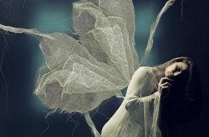 femme avec des ailes
