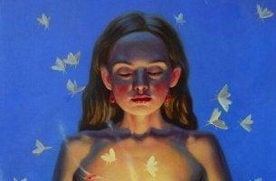 femme avec papillons