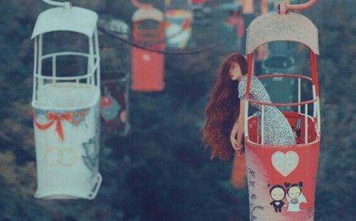 femme dans un téléphérique
