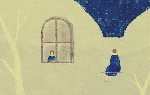 femme devant une fenêtre qui en regarde une autre