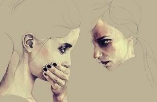 femme face a une autre