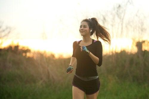 femme pratiquant le mindfulness sportif