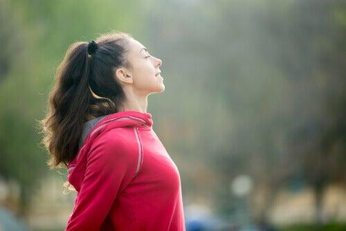 femme qui pratique le mindfulness sportif