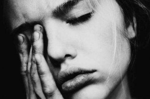 femme qui essaye de revivre après un trauma