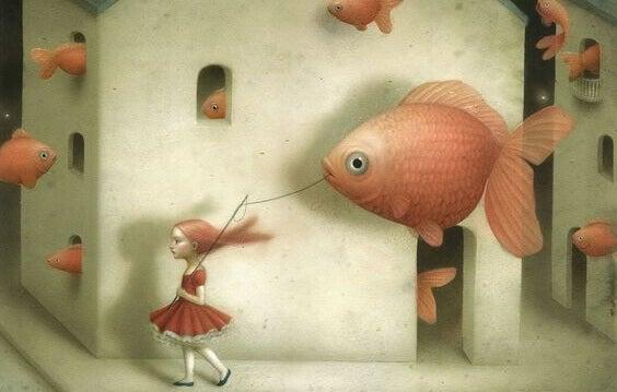 fille emmenant un poisson