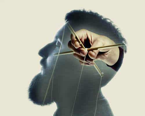 homme avec mensonge répété dans le cerveau