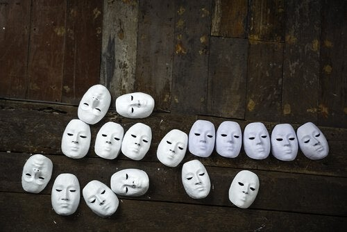 masques au sol