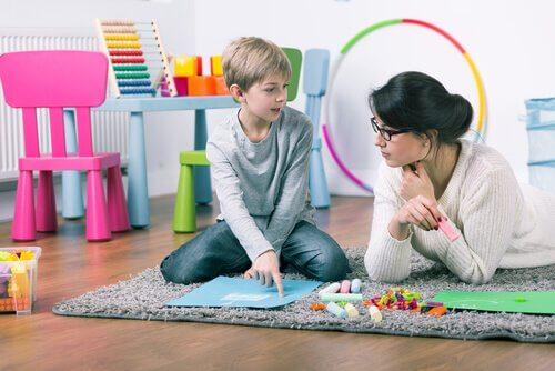 psychologue avec un enfant