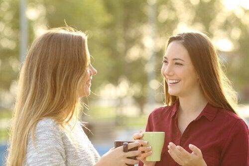 communicaion entre deux jeunes filles