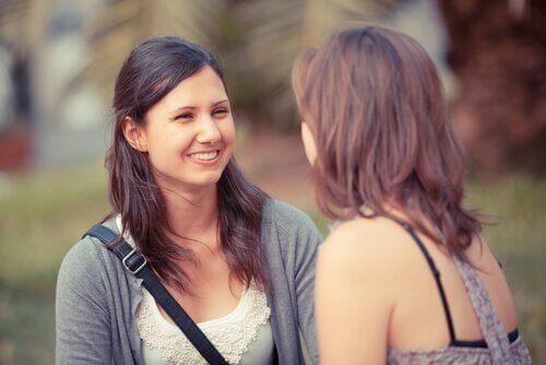 deux femmes en pleine communication