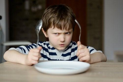 enfant tyran qui ne veut pas manger