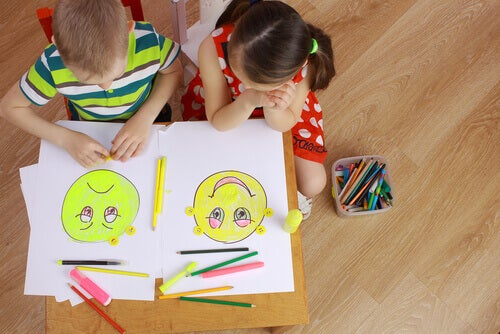 enfants qui dessinent