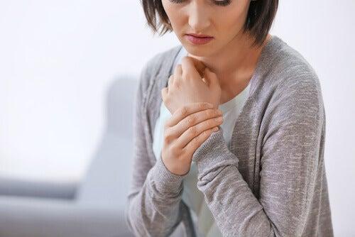 femme souffrant de fibromyalgie