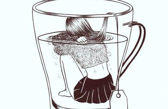 femme dans une tasse de thé
