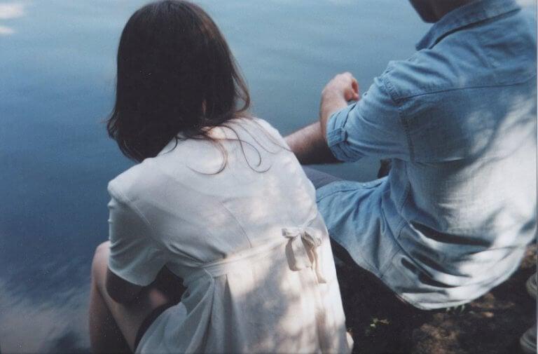 couple ayant une conversation