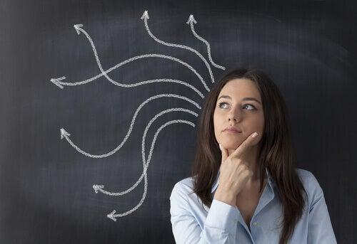 femme pratiquant la pensée réversible