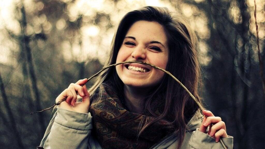 fille en train de sourire