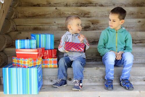 La jalousie entre frères et soeurs : comprendre l'enfant détrôné