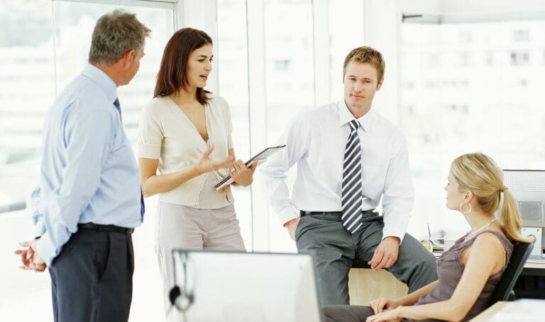 groupe de travail en pleine discussion