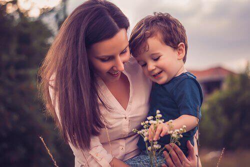 mère avec son fils