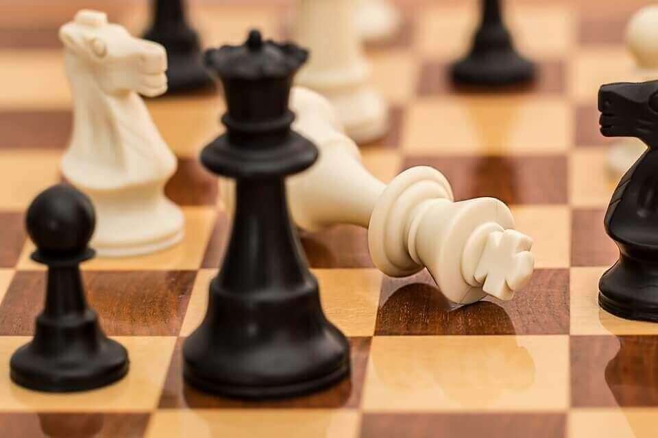 plateau et pions d'échecs