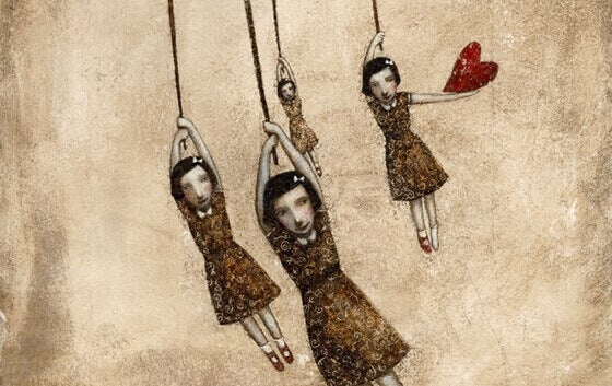 filles suspendues dont une avec un coeur à la main
