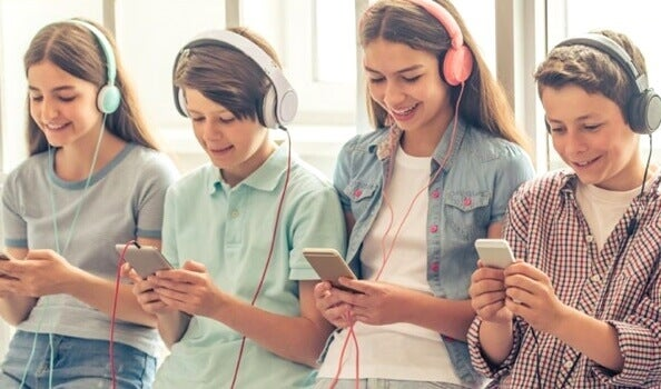 """5 caractéristiques inquiétantes de la """"génération smartphone"""""""