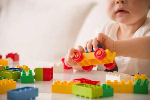 Savez-vous quelle relation il existe entre le jeu et le développement infantile ?