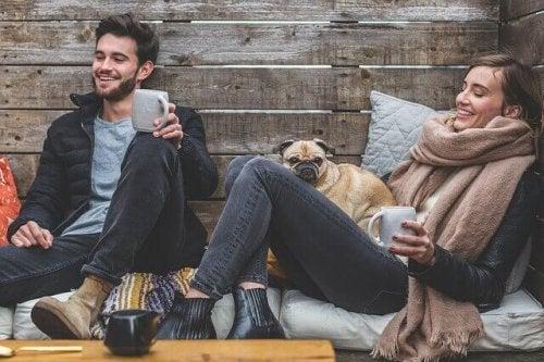couple qui boit un café