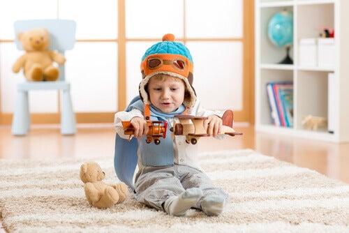 enfant jouant avec des avions