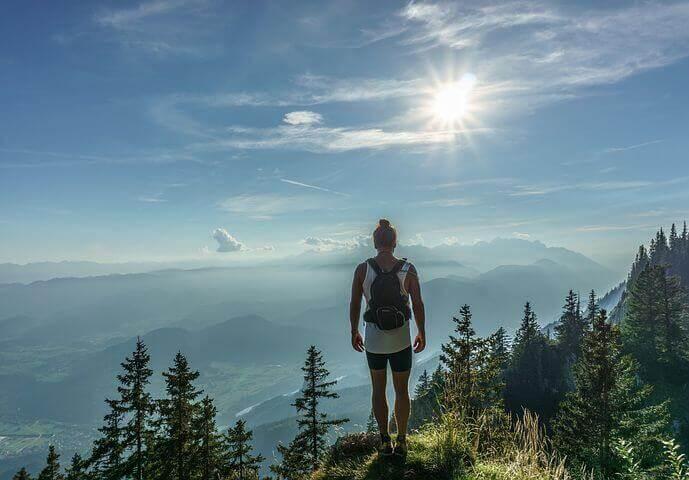 femme a la montagne