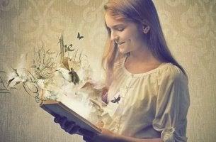 fille qui lit un livre