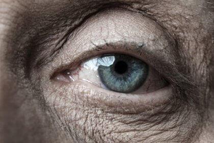 oeil d'une personne âgée