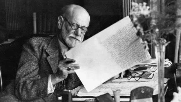 Sigmund Freud qui travaille