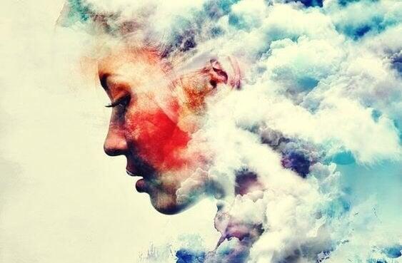 portrait de femme dans les nuages