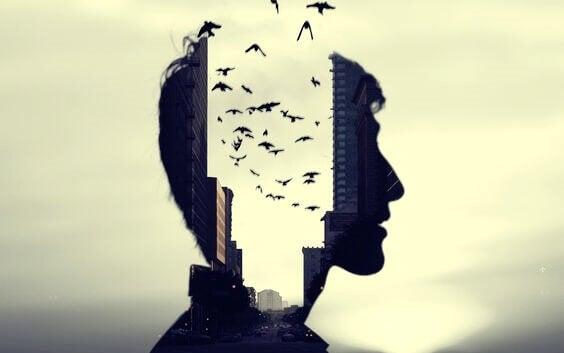 oiseaux sortant d'une tête