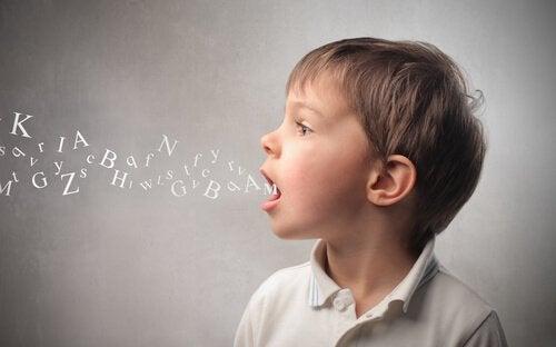 Les erreurs linguistiques les plus fréquentes chez les enfants de 3 à 6 ans