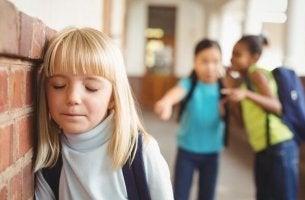enfant qui souffre de bullying
