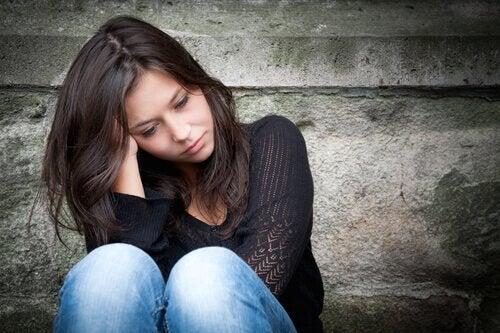 jeune femme souffrant du trouble d'apprentissage non verbal