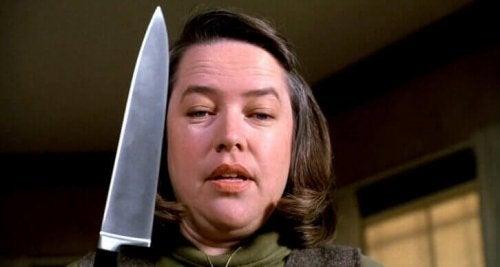 femme avec un couteau